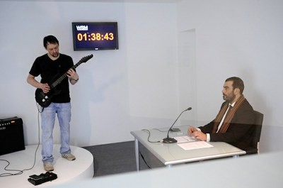 LABoral and the artist Thom Kubli launch a competition to beat the world record of the longest guitar solo ever played