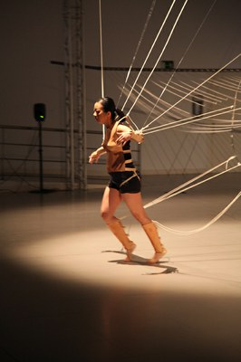 The Taiwanese artist Ya-Wen Fu presents her installation-performance Space-in-between