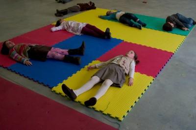 Suelo sonoro v2 laboral centro de arte y creaci n industrial - Suelos para ninos ...
