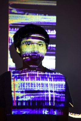 El taiwanés Chi Po Hao capta y transforma las luces y sonidos de las calles de Gijón