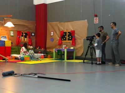 """La proyección del videoclip hecho por los niños clausura el Campamento """"Jugamos, Creamos"""""""