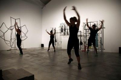 LABoral y el artista Mads Lynnerup invitan al público a clases de gimnasia gratuitas en el Centro de Arte