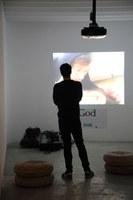 Universo vídeo reúne ocho piezas del catálogo de HAMACA para reflexionar sobre la estética y la tecnología en el marco del medio audiovisual